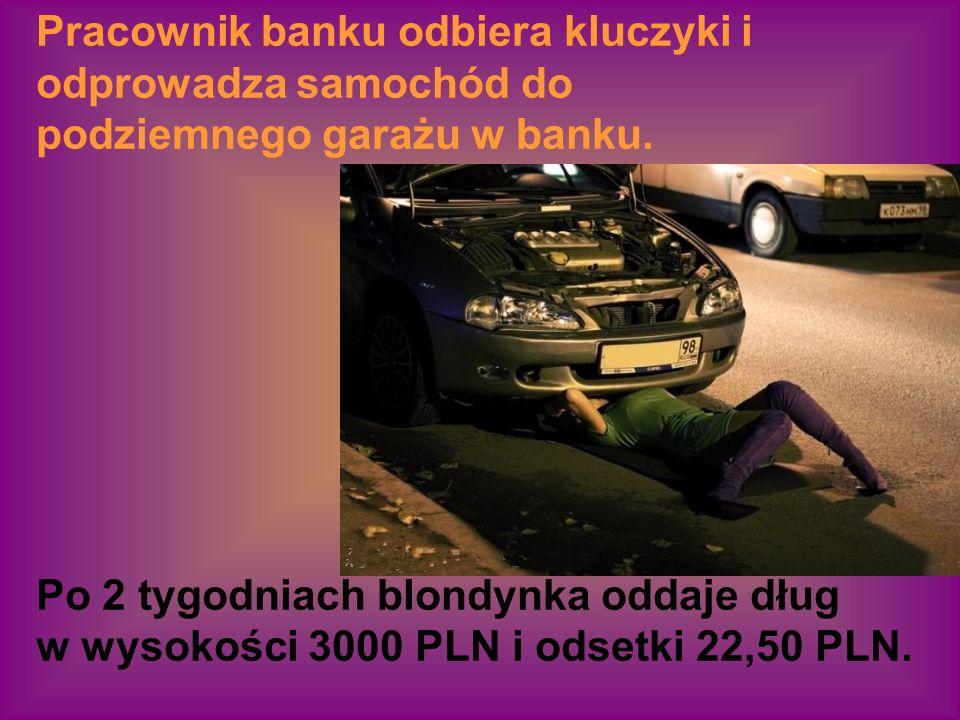 Blondynka wyjmuje kluczyki do Jaguara stojącego przed bankiem.