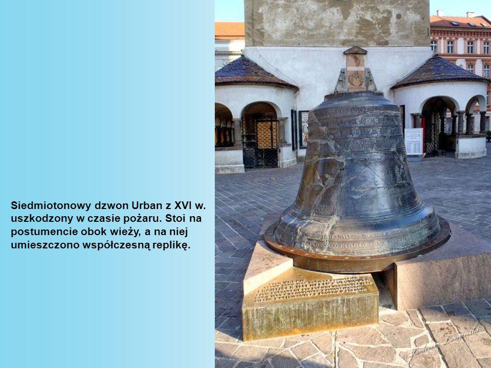 Siedmiotonowy dzwon Urban z XVI w.uszkodzony w czasie pożaru.