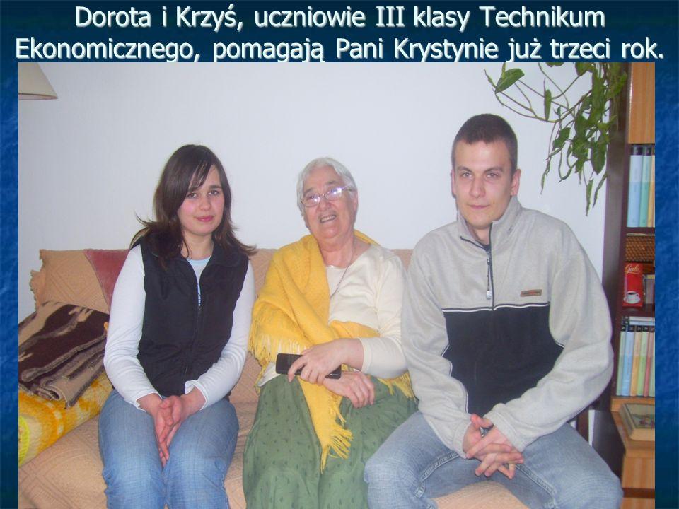 Dorota i Krzyś, uczniowie III klasy Technikum Ekonomicznego, pomagają Pani Krystynie już trzeci rok.