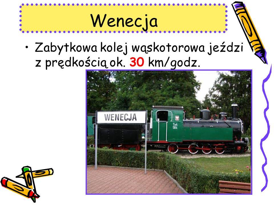 Wenecja Zabytkowa kolej wąskotorowa jeździ z prędkością ok. 30 km/godz.