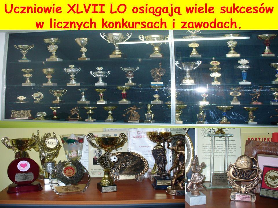 Uczniowie XLVII LO osiągają wiele sukcesów w licznych konkursach i zawodach.
