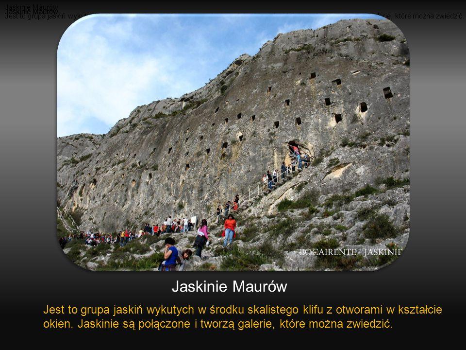 Jest to grupa jaskiń wykutych w środku skalistego klifu z otworami w kształcie okien.