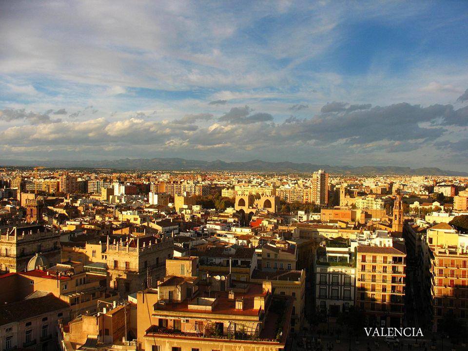 Atrakcjami turystycznymi Walencji są liczne kościoły i katedry.