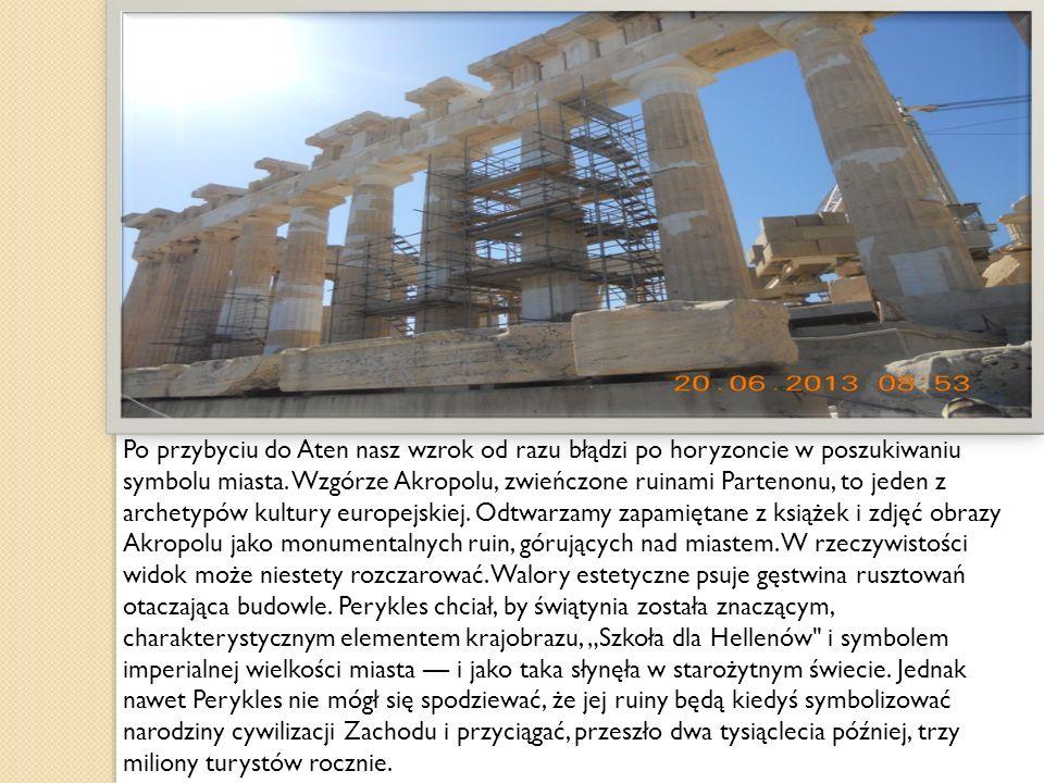 SKAŁA AREOGAPU U podnóża ateńskiego Akropolu, po prawej stronie od głównego wejścia, znajduje się wapienne wzgórze, którego wysokość wynosi ok.