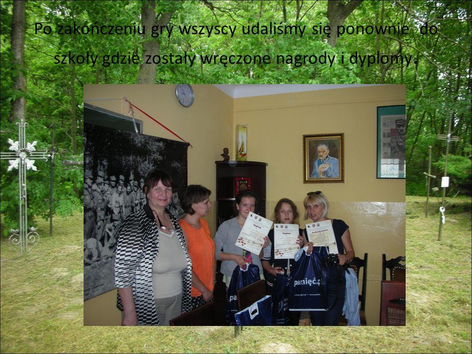 Po zakończeniu gry wszyscy udaliśmy się ponownie do szkoły gdzie zostały wręczone nagrody i dyplomy.
