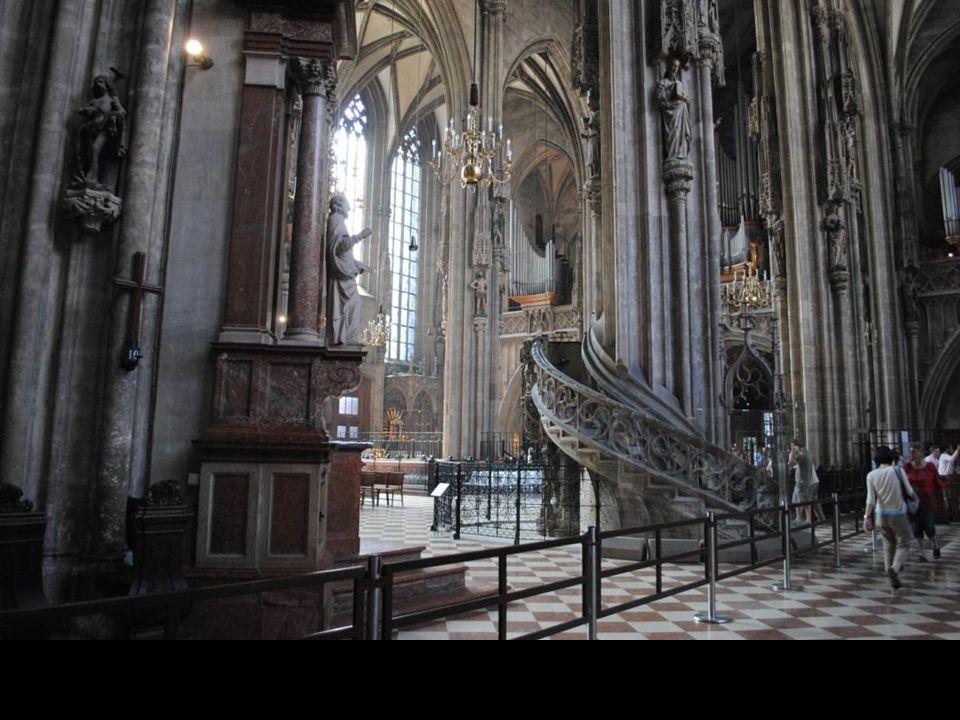 Kazalnica jest cennym przykładem późnogotyckiej rzeźby. Została wykonana z piaskowca w 1513 roku