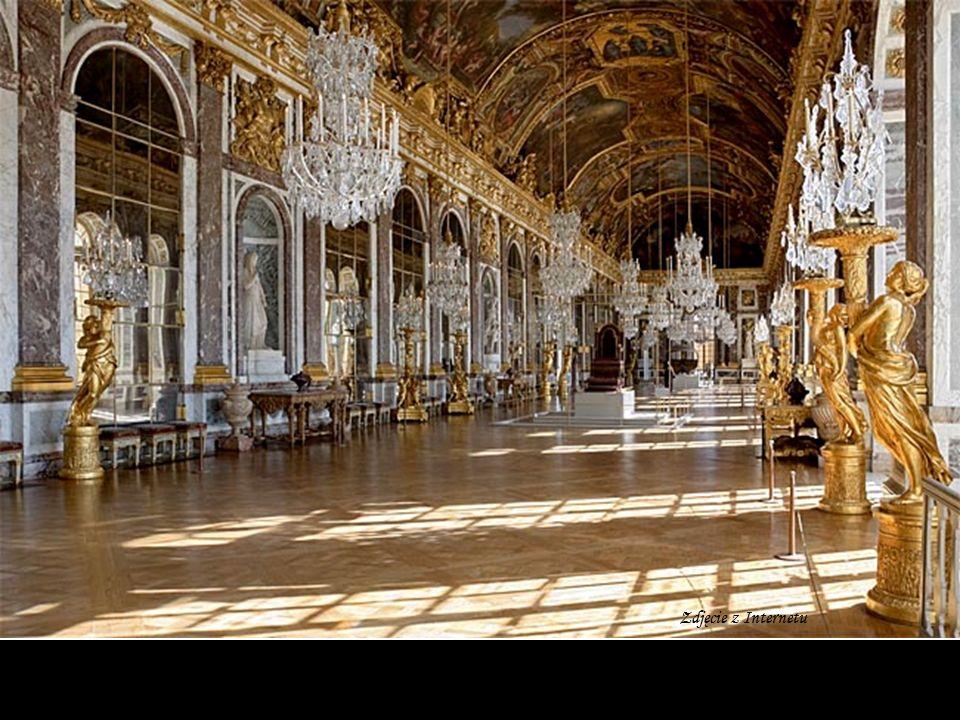 Pałac ma 1441 komnat, z czego 45 udostępniono zwiedzającym.