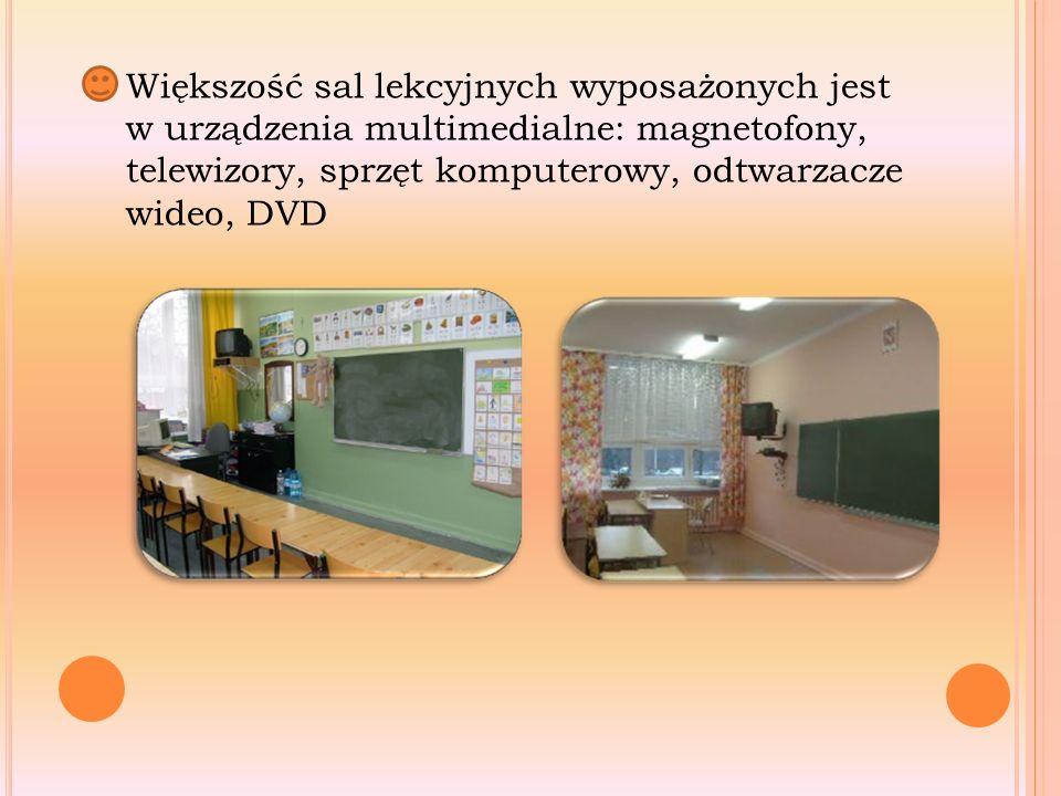 Większość sal lekcyjnych wyposażonych jest w urządzenia multimedialne: magnetofony, telewizory, sprzęt komputerowy, odtwarzacze wideo, DVD