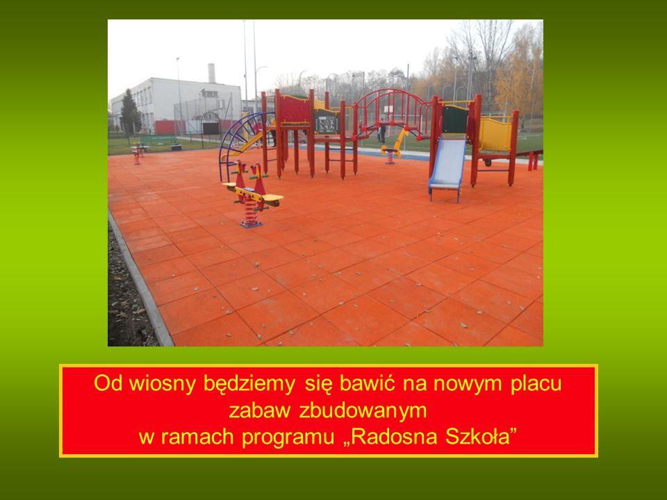 """Od wiosny będziemy się bawić na nowym placu zabaw zbudowanym w ramach programu """"Radosna Szkoła"""