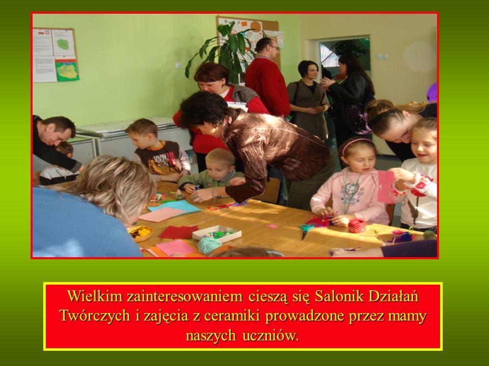 Wielkim zainteresowaniem cieszą się Salonik Działań Twórczych i zajęcia z ceramiki prowadzone przez mamy naszych uczniów.