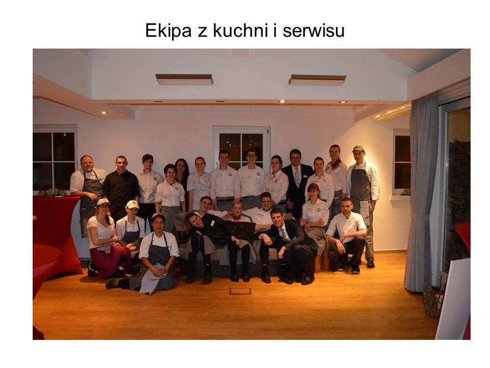 Ekipa z kuchni i serwisu