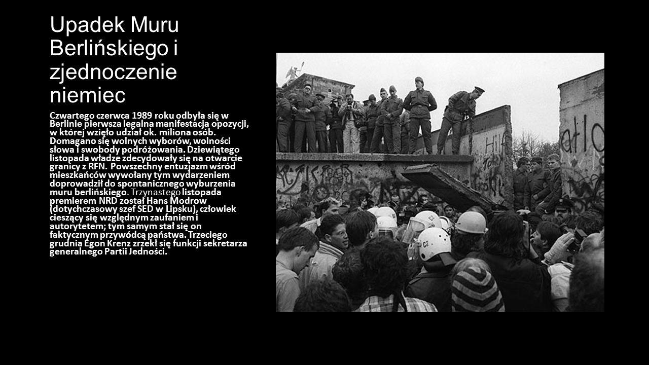 Upadek Muru Berlińskiego i zjednoczenie niemiec Czwartego czerwca 1989 roku odbyła się w Berlinie pierwsza legalna manifestacja opozycji, w której wzi