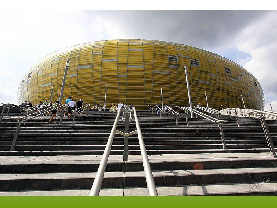 Tor wrotkarski wokół stadionu ma długość 1710 metrów