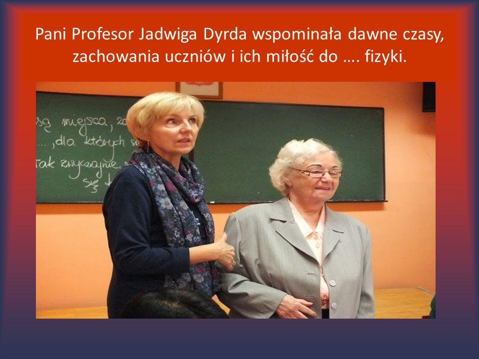 Pani Profesor Jadwiga Dyrda wspominała dawne czasy, zachowania uczniów i ich miłość do …. fizyki.