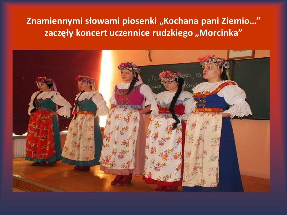 """Znamiennymi słowami piosenki """"Kochana pani Ziemio… zaczęły koncert uczennice rudzkiego """"Morcinka"""