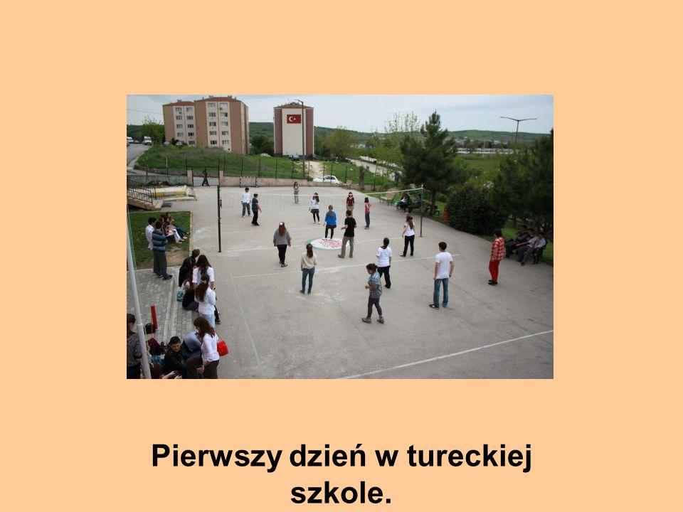 Pierwszy dzień w tureckiej szkole.