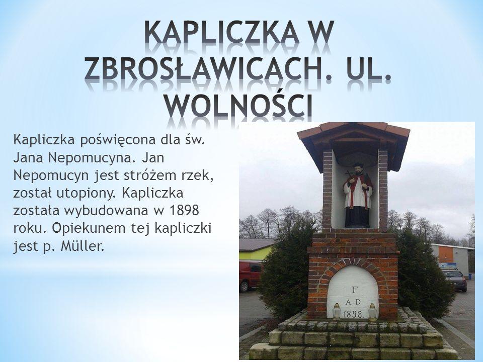 Kapliczka poświęcona dla św. Jana Nepomucyna. Jan Nepomucyn jest stróżem rzek, został utopiony.