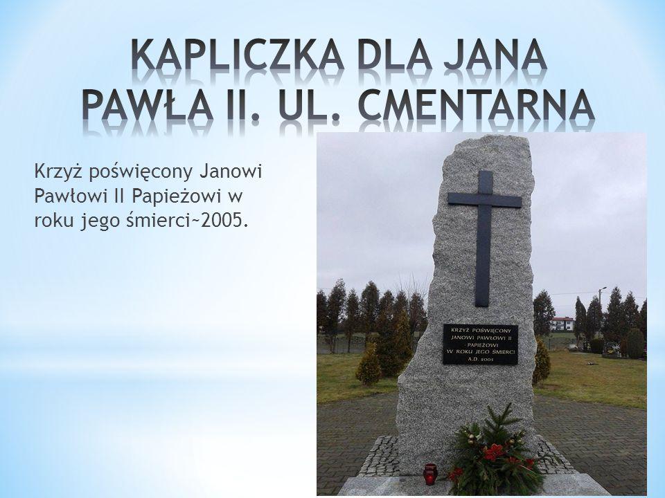 Krzyż poświęcony Janowi Pawłowi II Papieżowi w roku jego śmierci~2005.