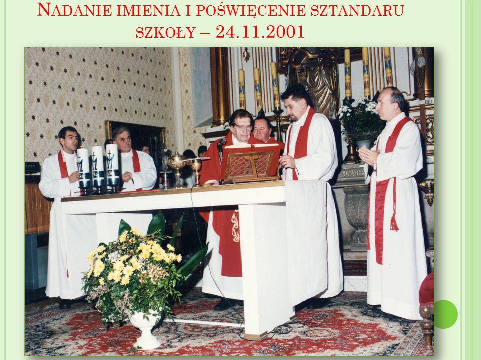 N ADANIE IMIENIA I POŚWIĘCENIE SZTANDARU SZKOŁY – 24.11.2001