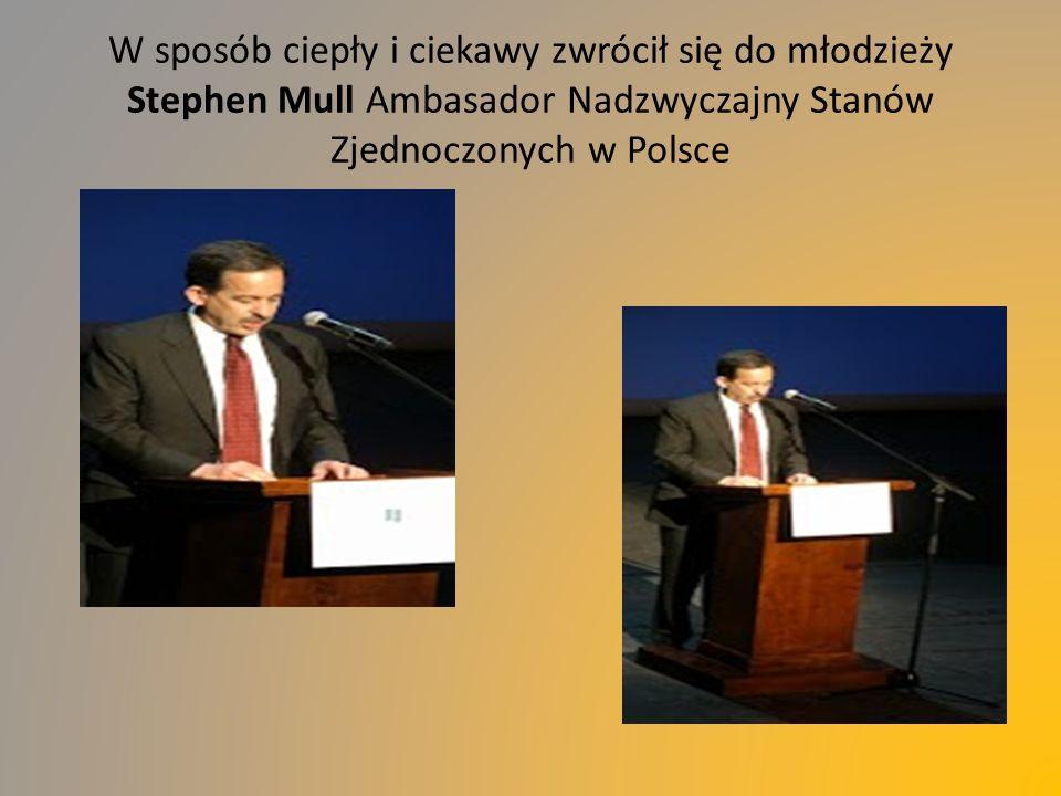 W sposób ciepły i ciekawy zwrócił się do młodzieży Stephen Mull Ambasador Nadzwyczajny Stanów Zjednoczonych w Polsce