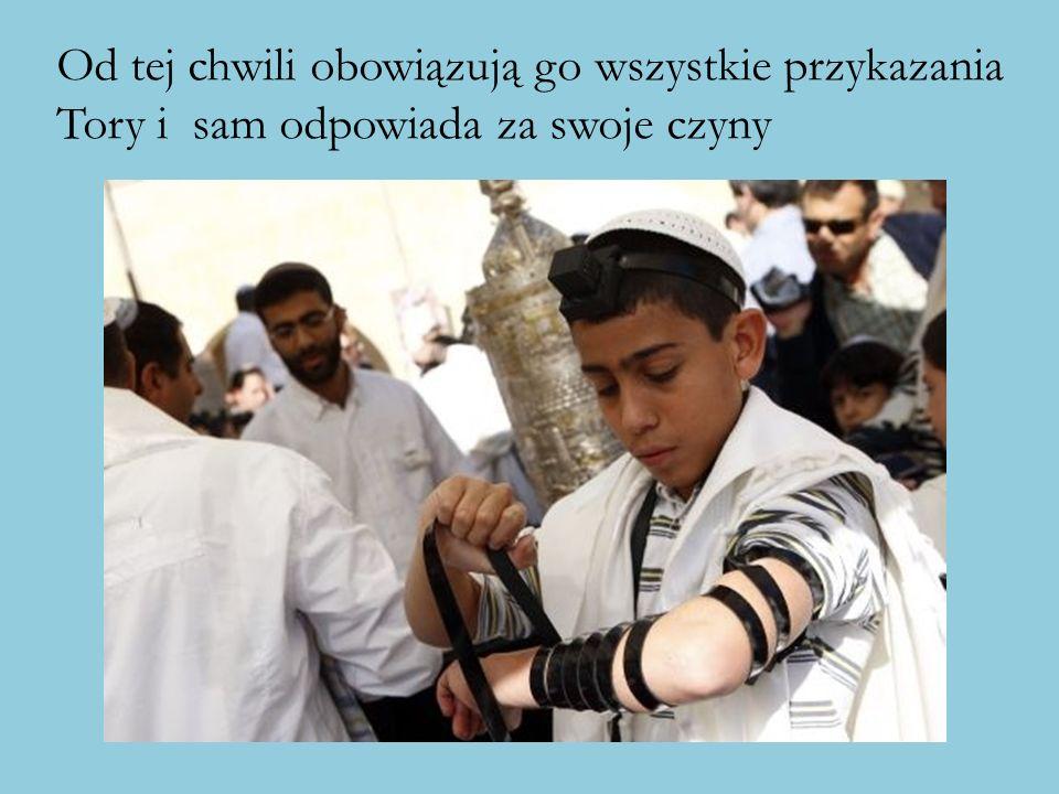 Od tej pory zobowiązany jest do modlitwy ja dorosły Żyd; po raz pierwszy zakłada do niej tałes (albo talit) - biały szal modlitewny z ciemnymi, czasem też białymi pasami.