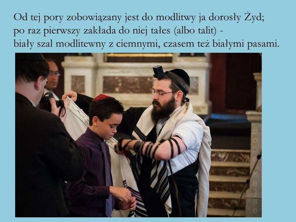 Od tej pory zobowiązany jest do modlitwy ja dorosły Żyd; po raz pierwszy zakłada do niej tałes (albo talit) - biały szal modlitewny z ciemnymi, czasem