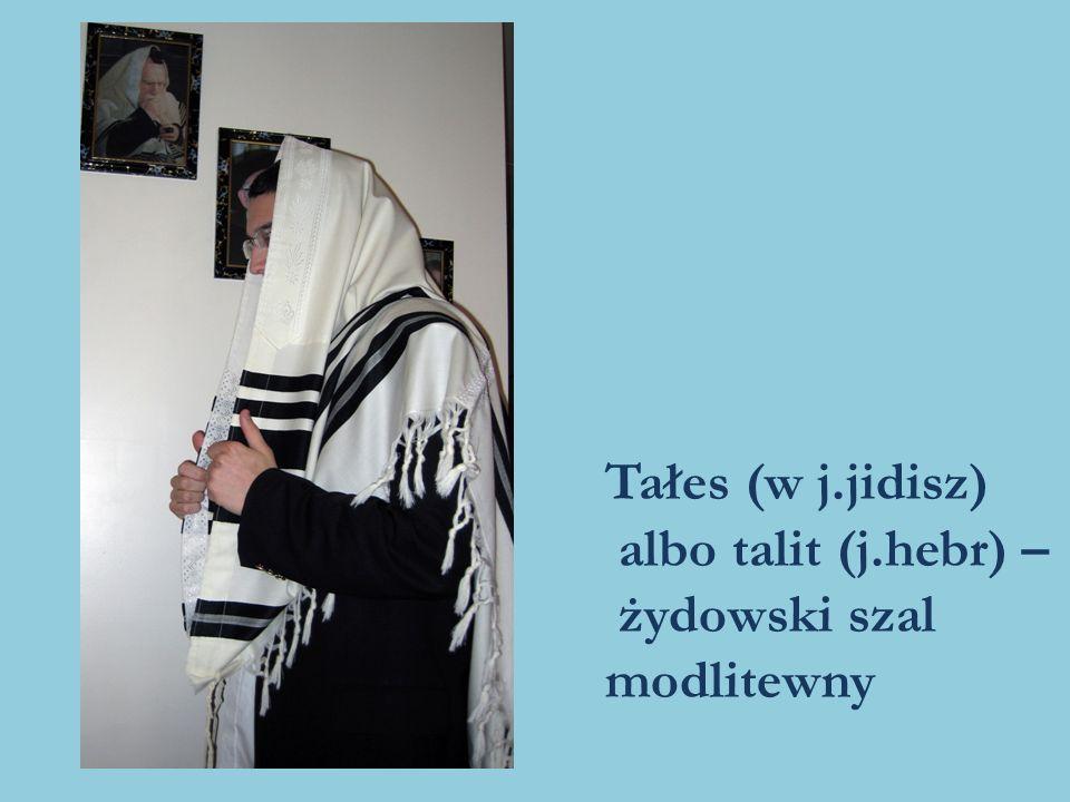 Witryna sklepu z artystycznymi talitami/tałesami w starożytnym miasteczku Safed w Izraelu