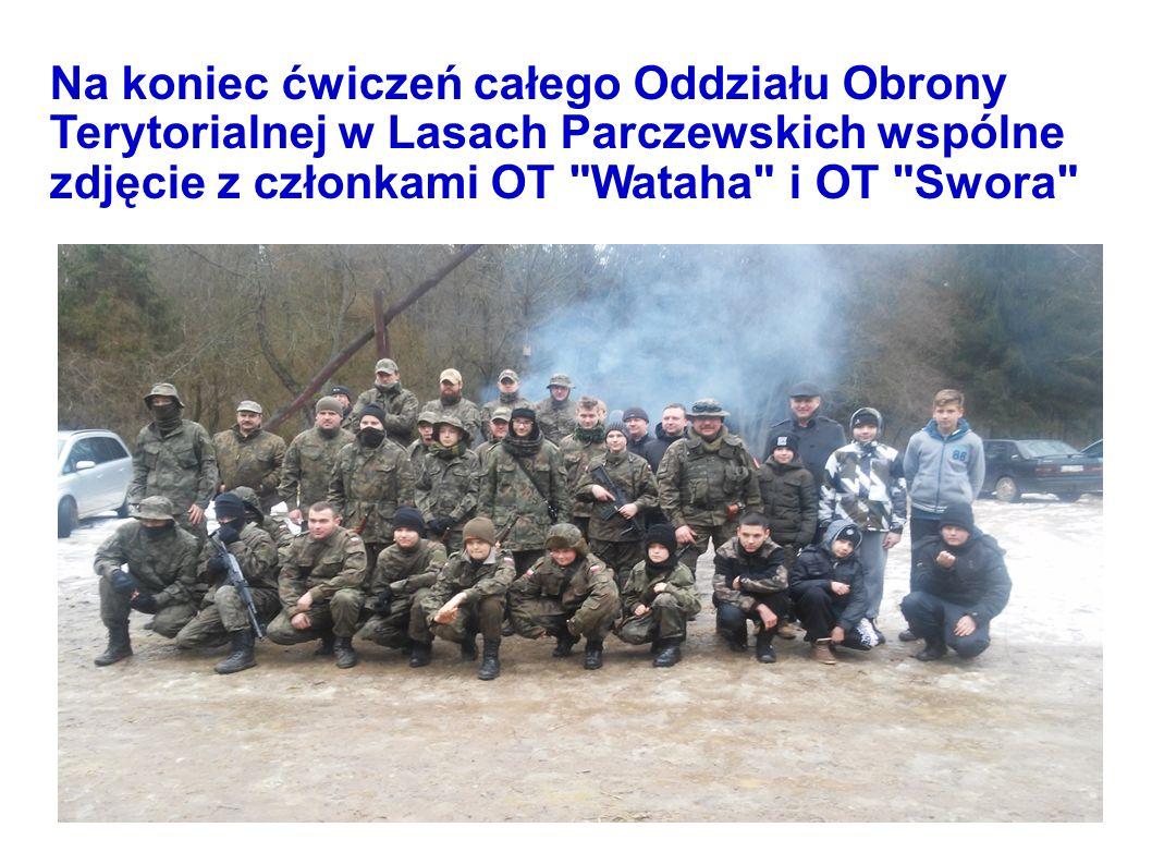 Na koniec ćwiczeń całego Oddziału Obrony Terytorialnej w Lasach Parczewskich wspólne zdjęcie z członkami OT