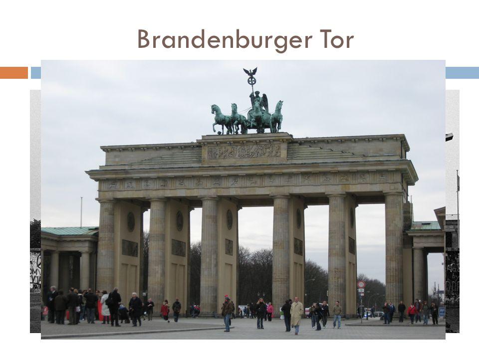 Brandenburger Tor Jeden z charakterystycznych punktów miasta, zaprojektowanym przez niemieckiego architekta, pochodzącego z Kamiennej Góry Carla Gottharda Langhansa.