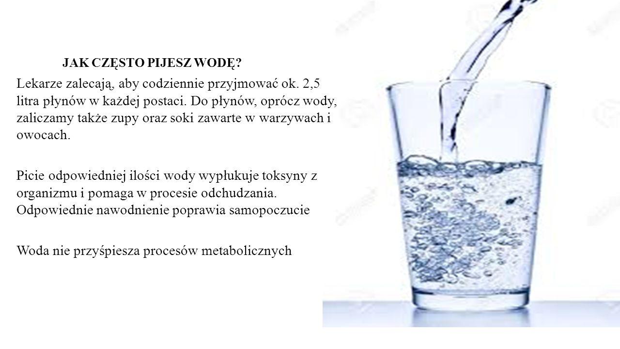 Lekarze zalecają, aby codziennie przyjmować ok. 2,5 litra płynów w każdej postaci.