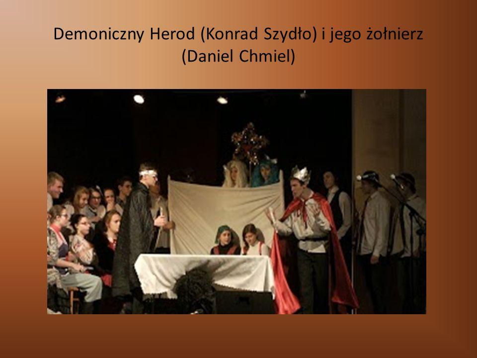 Demoniczny Herod (Konrad Szydło) i jego żołnierz (Daniel Chmiel)