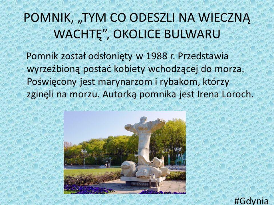 """POMNIK, """"TYM CO ODESZLI NA WIECZNĄ WACHTĘ"""", OKOLICE BULWARU Pomnik został odsłonięty w 1988 r. Przedstawia wyrzeźbioną postać kobiety wchodzącej do mo"""