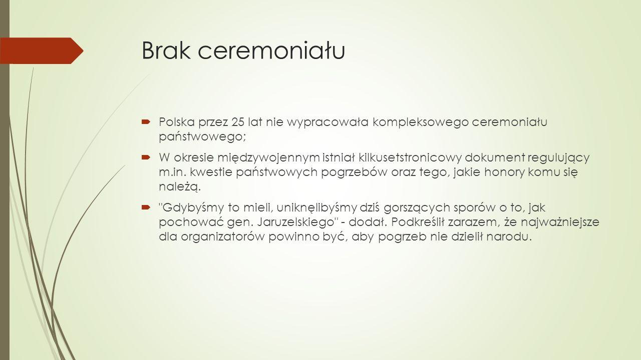Brak ceremoniału  Polska przez 25 lat nie wypracowała kompleksowego ceremoniału państwowego;  W okresie międzywojennym istniał kilkusetstronicowy dokument regulujący m.in.