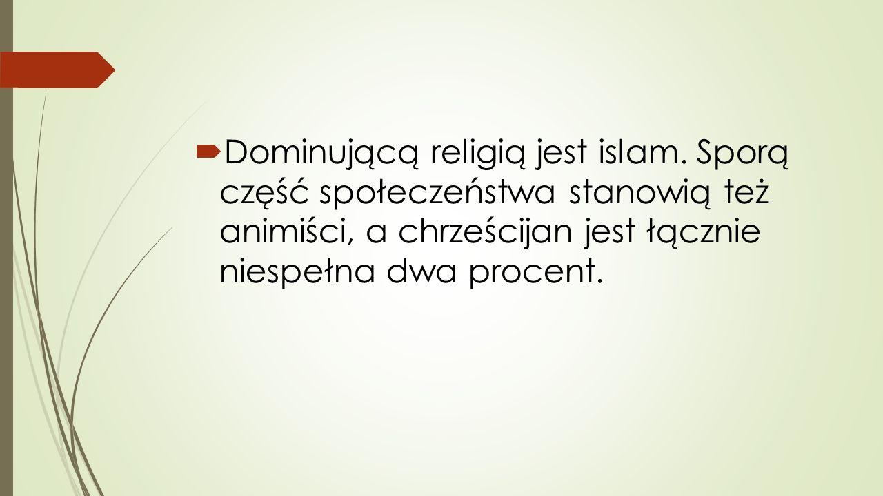  Dominującą religią jest islam. Sporą część społeczeństwa stanowią też animiści, a chrześcijan jest łącznie niespełna dwa procent.