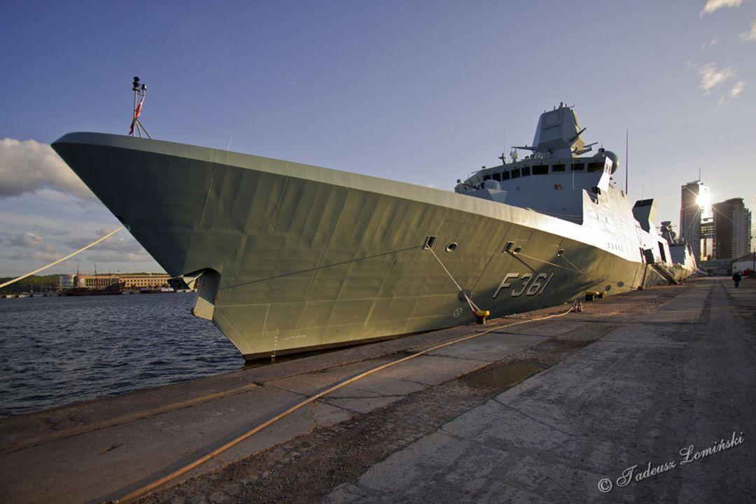 L16 Okręt wsparcia HDMS ABSALON - Dania F361 Fregata HDMS IVER HUITFELD - Dnia