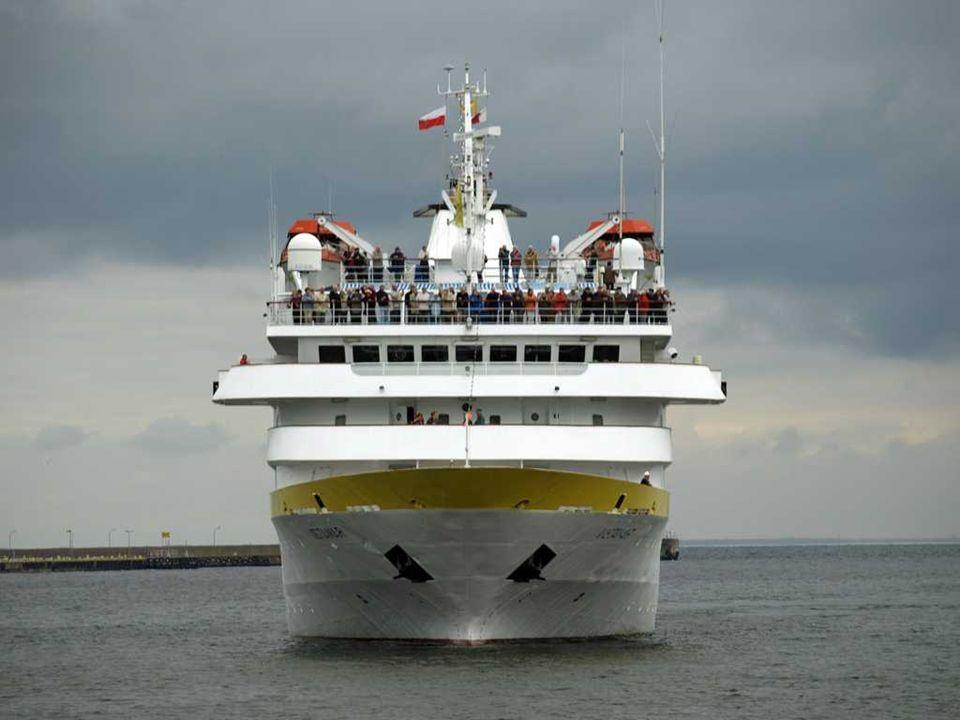 VistaMAR – Saint Vincent; rok budowy 1990 Długość 117 m, zanurzenie 4,6 m, GT- 7.478 Miejsc pasażerskich – 300 ; 110 osób załogi