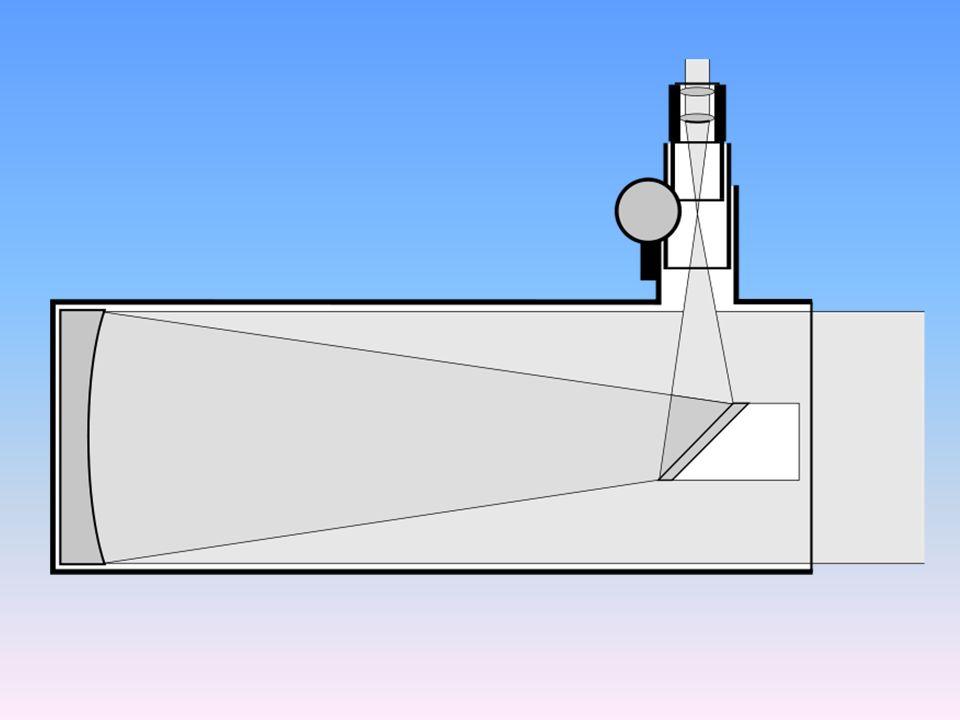 posiada paraboliczne zwierciadło główne oraz mniejsze wtórne, eliptyczne kierujące światło przez otwór w zwierciadle głównym do okularu.