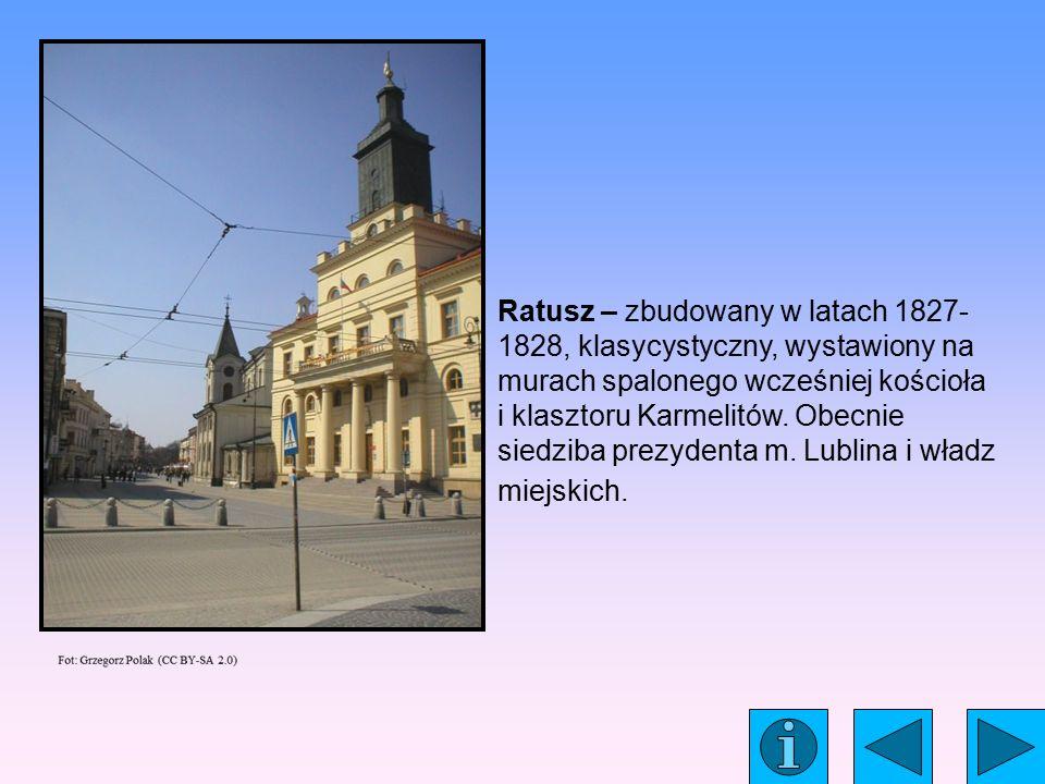 Ratusz – zbudowany w latach 1827- 1828, klasycystyczny, wystawiony na murach spalonego wcześniej kościoła i klasztoru Karmelitów.