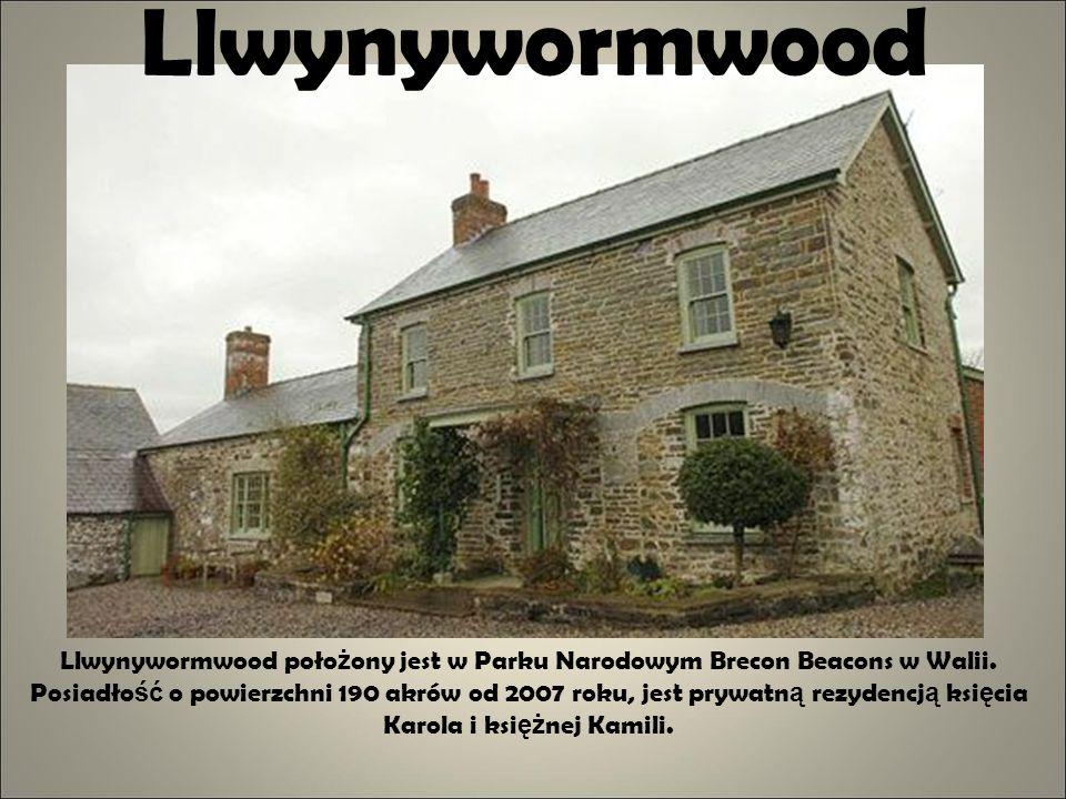 Llwynywormwood Llwynywormwood poło ż ony jest w Parku Narodowym Brecon Beacons w Walii. Posiadło ść o powierzchni 190 akrów od 2007 roku, jest prywatn