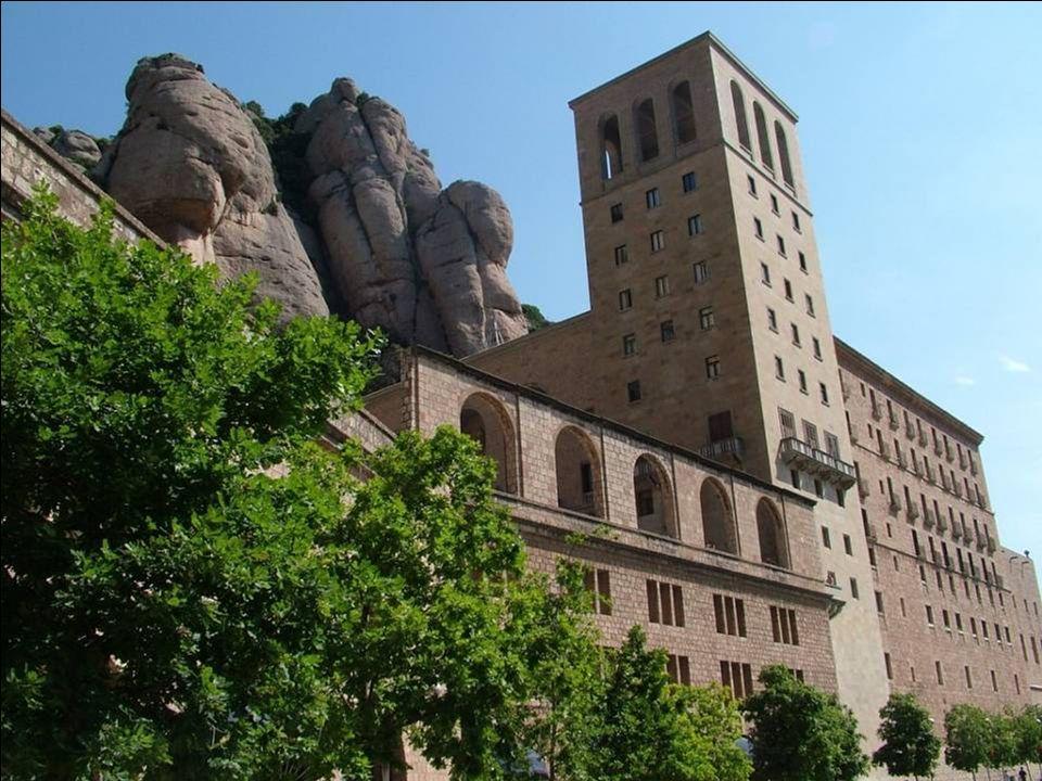 Montserrat to główny ośrodek religijny regionu Katalonii i jeden z ważniejszych ośrodków pielgrzymkowych, głównie za sprawą Czarnej Madonny.