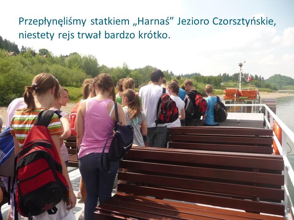 """Przepłynęliśmy statkiem """"Harnaś Jezioro Czorsztyńskie, niestety rejs trwał bardzo krótko."""