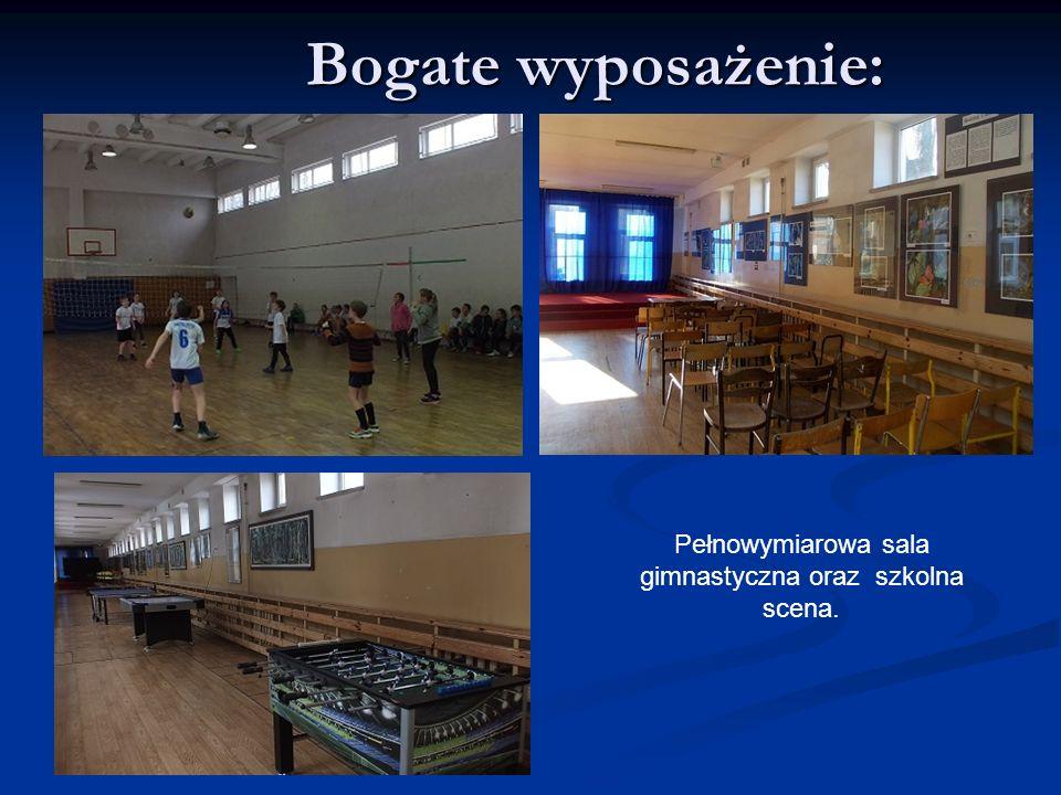 Bogate wyposażenie: Pełnowymiarowa sala gimnastyczna oraz szkolna scena.