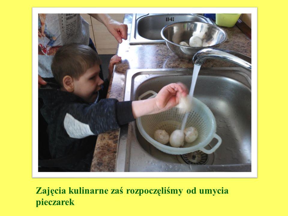 Zajęcia kulinarne zaś rozpoczęliśmy od umycia pieczarek