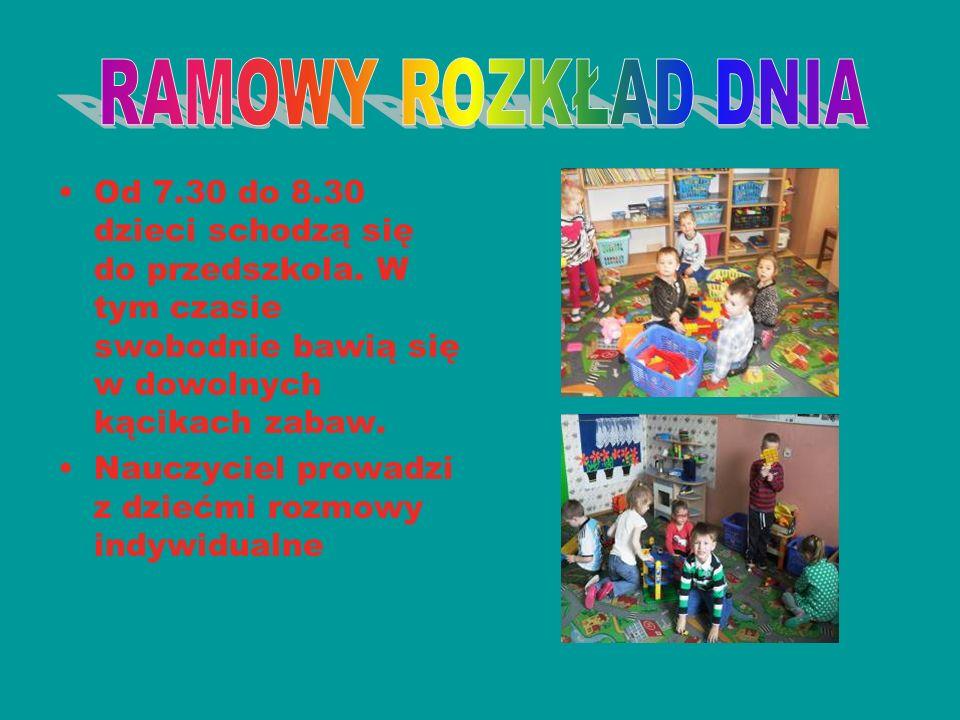 Od 7.30 do 8.30 dzieci schodzą się do przedszkola. W tym czasie swobodnie bawią się w dowolnych kącikach zabaw. Nauczyciel prowadzi z dziećmi rozmowy