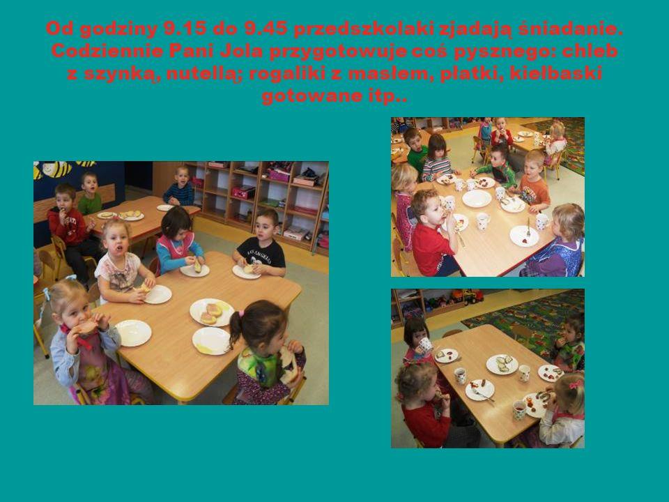 Od godziny 9.15 do 9.45 przedszkolaki zjadają śniadanie. Codziennie Pani Jola przygotowuje coś pysznego: chleb z szynką, nutellą; rogaliki z masłem, p