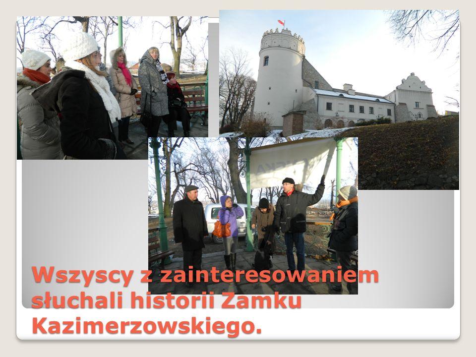 Wszyscy z zainteresowaniem słuchali historii Zamku Kazimerzowskiego.