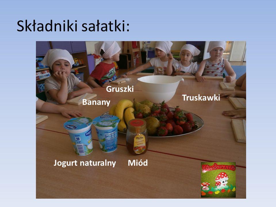 Składniki sałatki: Banany Gruszki Truskawki Jogurt naturalnyMiód