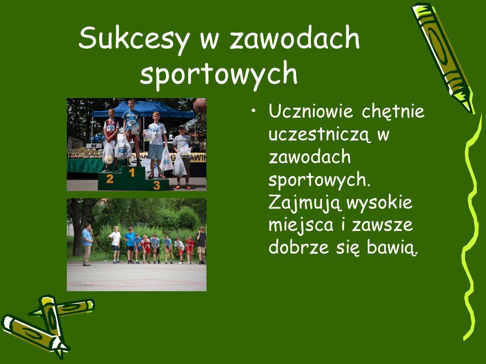 Sukcesy w zawodach sportowych Uczniowie chętnie uczestniczą w zawodach sportowych.