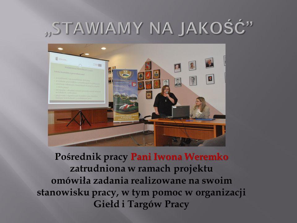 Pani Iwona Weremko Pośrednik pracy Pani Iwona Weremko zatrudniona w ramach projektu omówiła zadania realizowane na swoim stanowisku pracy, w tym pomoc w organizacji Giełd i Targów Pracy