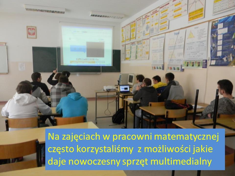 Na zajęciach w pracowni matematycznej często korzystaliśmy z możliwości jakie daje nowoczesny sprzęt multimedialny